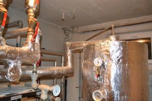 přívod ohřáté vody do akumulační nádoby